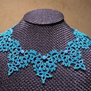 Laced neckless